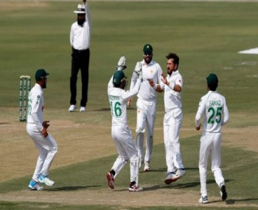 Determined Pakistan trounce lackluster South Africa by 7 wickets