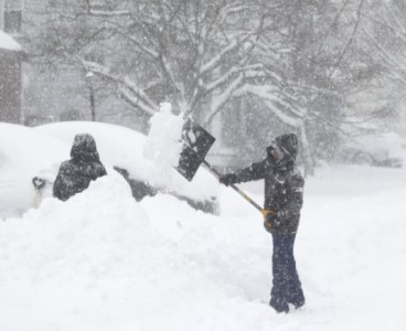 Massive winter storm lashes US east coast, brings New York City to standstill