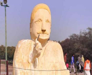 Allama Iqbal sculpture in Lahore's park draws public attention for all the wrong reasons
